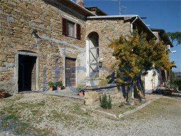 Casale-Belvedere---Front-door-main