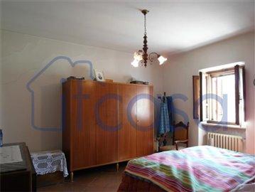 Casale-Belvedere---bedroom-1-main