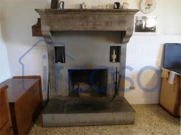 Casale-Belvedere---fireplace-main