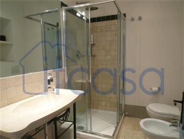 17-11-17-A211-bathroom