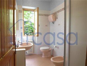 18-10-03-CM228-Bathroom-2