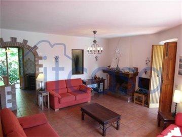 18-10-03-CM228-Living-room-1