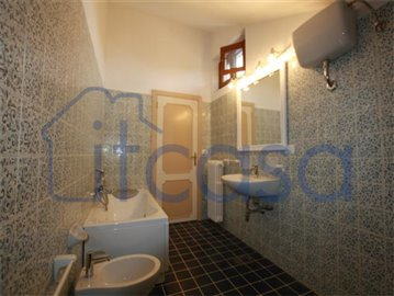 18-11-20-AR229-Int-bathroom2