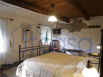 18-11-23-Manente-Int-bedroom1-other-view