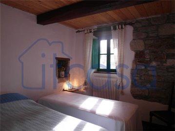 18-11-23-Manente-Int-bedroom2