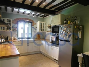 19-06-17-C241-kitchen1
