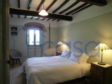 19-06-17-C241-bedroom2