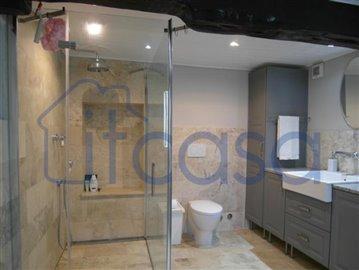 19-06-17-C241-bathroom-1a
