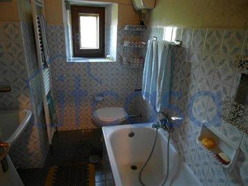 19-07-05-A237-int-bathroom