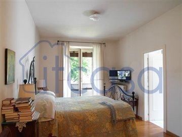 19-08-06-bedroom
