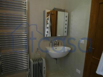 19-10-24-CM249-bathroomb