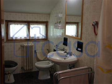 19-11-19-CM247-int-bathroom1