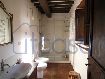 19-11-08-S246-Int-bathroom