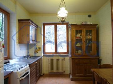 20-04-17-CM254-int-kitchen-middle-fl