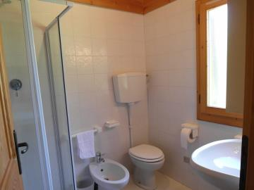 CM255-cabin-bathroom2