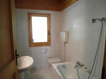 CM255-Cabin-bathroom
