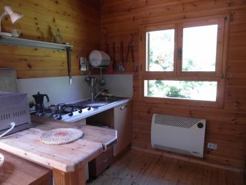 CM255-cabin-kitchen