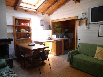 CM255-cabin-living-room