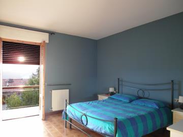 20-04-21-A253-edited-bedroom-jpg