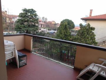 20-04-23-A253-balcony