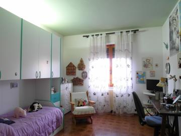 20-04-23-A253-bedroom2