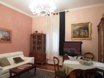 S258-living-room