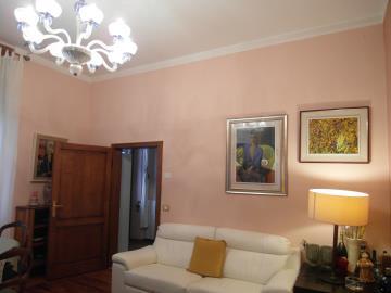 S258-living-room2