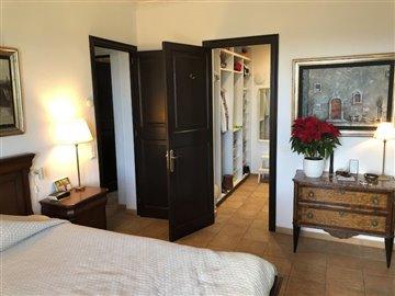 14 Master bedroom (2b).JPG