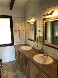 35 Guest House bathroom.JPG
