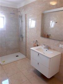 Bedroom1 en-suite (2).jpg