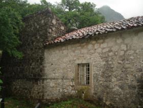 Image No.2-Maison de campagne de 5 chambres à vendre à Risan