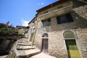 Apricale, Village House