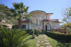 Vallecrosia, Villa