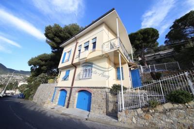 A-Villa-in-vendita-a-Ospedaletti-iv8732