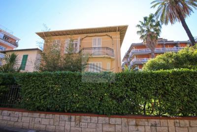 a-villa-d-epoca-vendita-bordighera-1