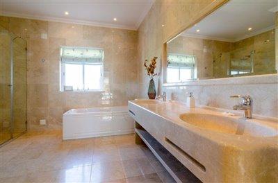Image 14 of 24 : 5 Bedroom Villa Ref: GV563