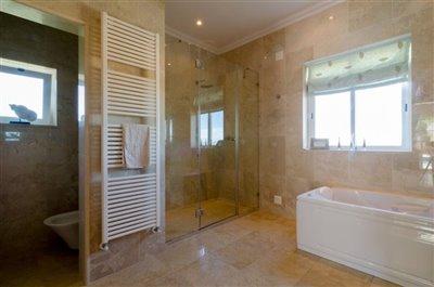 Image 15 of 24 : 5 Bedroom Villa Ref: GV563