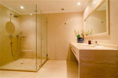 Image 20 of 24 : 5 Bedroom Villa Ref: GV563