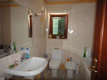 Image 16 of 27 : 4 Bedroom Villa Ref: AV2066