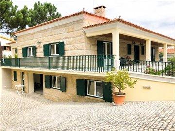 Image 1 of 29 : 4 Bedroom Villa Ref: AV2092