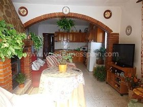 Image No.4-4 Bed Property for sale