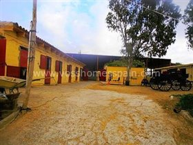 Image No.3-3 Bed Commercial for sale