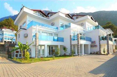 Royal Hills Apartment-10