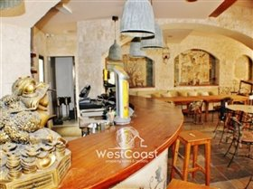 Image No.2-4 Bed Commercial for sale