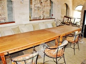 Image No.5-4 Bed Commercial for sale