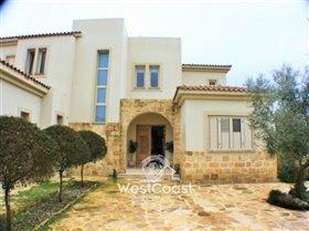 Image No.0-Villa de 4 chambres à vendre à Polemi