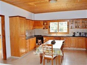 Image No.3-Villa de 4 chambres à vendre à Argaka