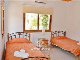Image No.5-Villa de 4 chambres à vendre à Argaka