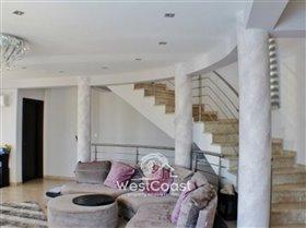 Image No.3-Villa de 4 chambres à vendre à Peyia