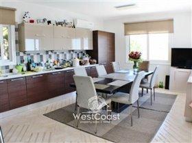 Image No.4-Villa de 4 chambres à vendre à Peyia